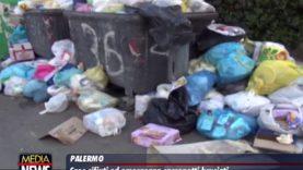 Caos rifiuti, roghi e cumuli d'immondizia: falsa partenza in centro per la differenziata