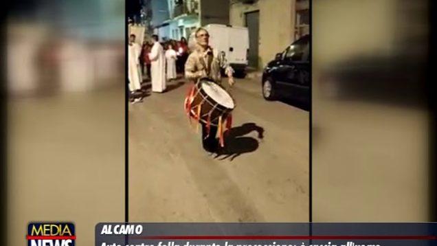 Tragedia sfiorata ad Alcamo, auto si fionda sulla folla in processione: tra i 2 feriti un bimbo