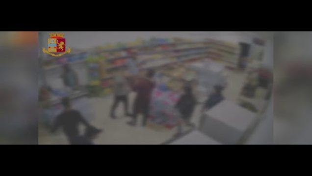 RAZZISMO A PALERMO, IL VIDEO DELLA BRUTALE AGGRESSIONE NEL MARKET DEI BENGALESI