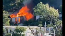 Incendio a Sferracavallo, villa sul mare divorata dalle fiamme alla Baia del Corallo