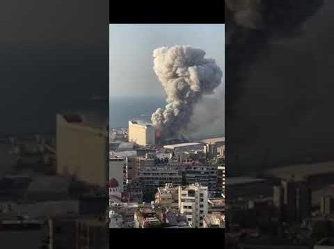Beirut, due forti esplosioni nella zona del porto
