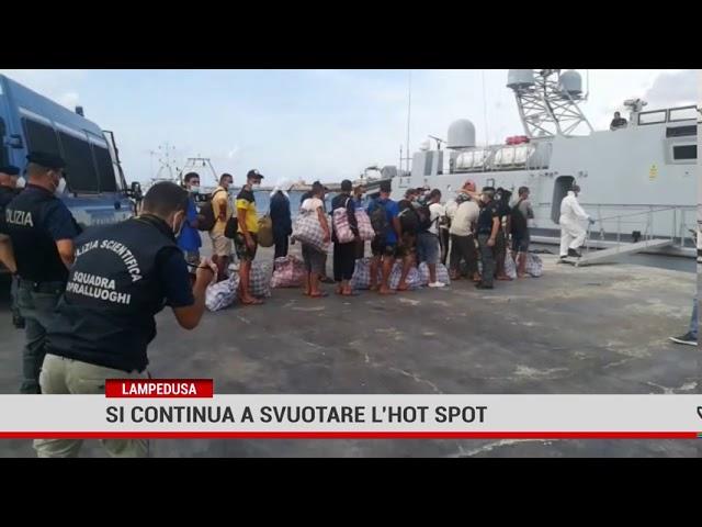 Palermo. Continua il trasferimento dei migranti dall'hotspot di Lampedusa alla nave Rapsody