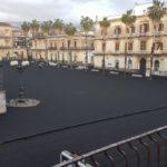 Etna: intensa pioggia di grossi lapilli. Un tappeto di cenere su tanti paesi